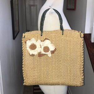 Vintage Straw tote bag with feet 😘😘